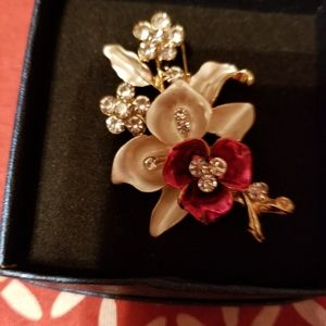 Red and white flower brooch with Crystals